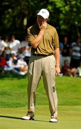VIRGINIA WATER, ENGLAND - MAY 22:  Ernie Els of South Africa reacts to a putt on the 1st green during the third round of the BMW PGA Championship on the West Course at Wentworth on May 22, 2010 in Virginia Water, England.  (Photo by Richard Heathcote/Getty Images)