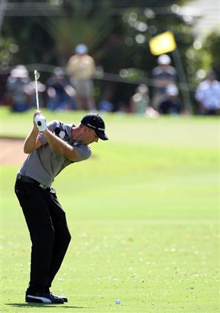 HONOLULU - JANUARY 15:  Geoff Ogilvy hits a shot during the first round of the Sony Open at Waialae Country Club on January 15, 2009 in Honolulu, Hawaii.  (Photo by Sam Greenwood/Getty Images)