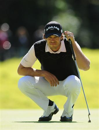 PACIFIC PALISADES, CA - FEBRUARY 20:  Aaron Baddeley of Australia lines up a putt on the eighth hole during the final round of the Northern Trust Open at Riviera Country Club on February 20, 2011 in Pacific Palisades, California.  (Photo by Stuart Franklin/Getty Images)