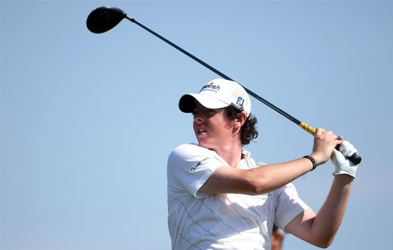 VILAMOURA, PORTUGAL - OCTOBER 17:  Rory McIlroy of Northern hits his tee-shot on the 18th hole during the third round of the Portugal Masters at the Oceanico Victoria Golf Course on October 17, 2009 in Vilamoura, Portugal.  (Photo by Andrew Redington/Getty Images)
