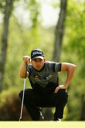 VIRGINIA WATER, ENGLAND - MAY 21:  Pablo Larrazabal of Spain lines up his putt on the 9th green during the second round of the BMW PGA Championship on the West Course at Wentworth on May 21, 2010 in Virginia Water, England.  (Photo by Ian Walton/Getty Images)