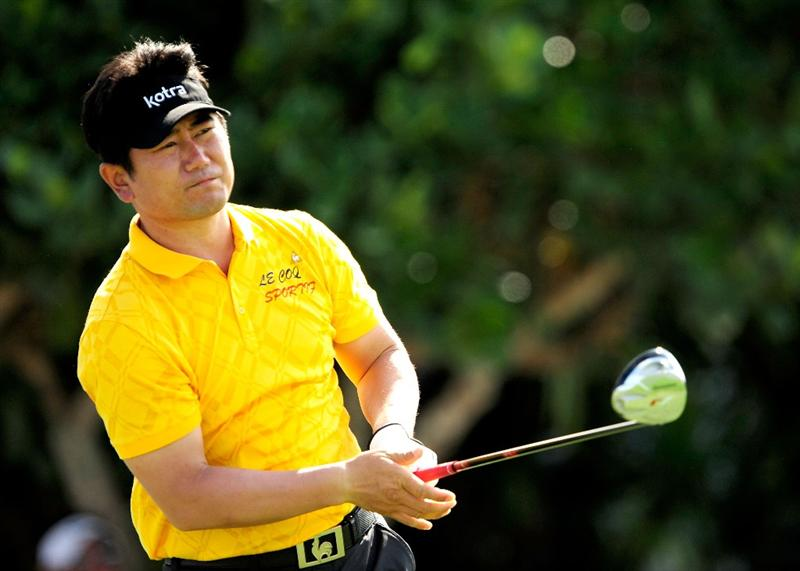 KAPALUA, HI - JANUARY 10:  Y.E. Yang of Korea plays a shot on the 1st hole during the final round of the SBS Championship at the Plantation course on January 10, 2010 in Kapalua, Maui, Hawaii.  (Photo by Sam Greenwood/Getty Images)