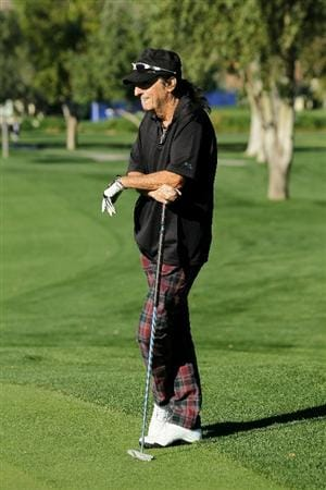 LA QUINTA, CA - JANUARY 20:  Musician Alice Cooper waits to putt on the first hole during round two of the Bob Hope Classic at the La Quinta Country Club on January 20, 2011 in La Quinta, California. (Photo by Stephen Dunn/Getty Images)