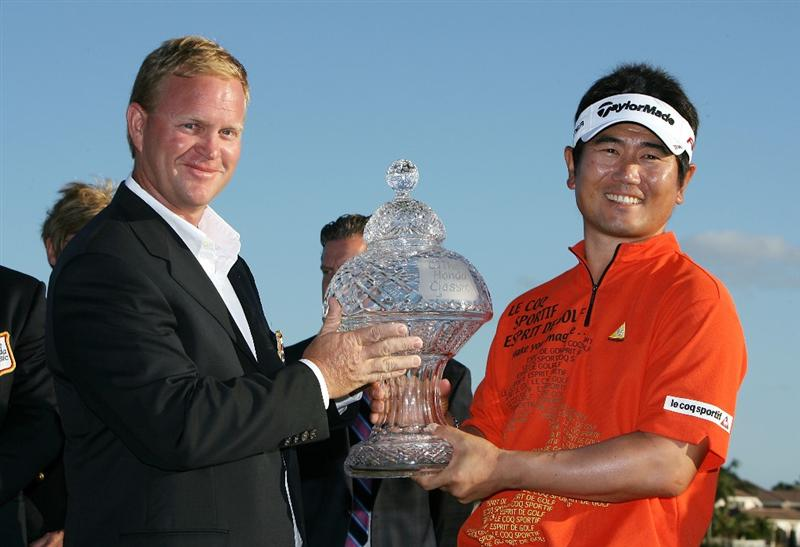 PALM BEACH GARDENS, FL - MARCH 08:  Gary Nicklaus presents to Y.E.Yang the winner's trophy after his victory in The Honda Classic at PGA National Resort and Spa on March 8, 2009 in Palm Beach Gardens, Florida.  (Photo by Doug Benc/Getty Images)