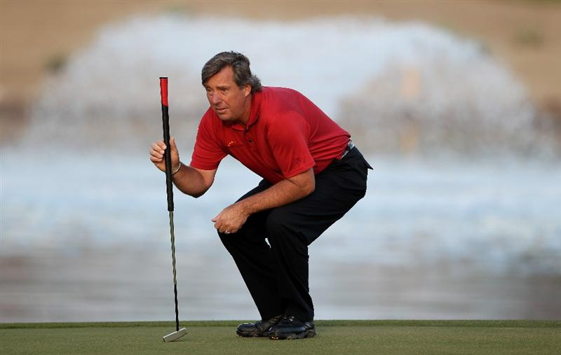 ABU DHABI, UNITED ARAB EMIRATES - JANUARY 21:  Barry Lane of England lines up a putt on the 12th hole during the first round of The Abu Dhabi Golf Championship at Abu Dhabi Golf Club on January 21, 2010 in Abu Dhabi, United Arab Emirates.  (Photo by Andrew Redington/Getty Images)