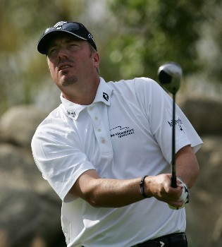 INDIAN WELLS, CA - NOVEMBER 25:  Brett Wetterich hits a tee shot on the 18th hole during the PGA LG Skins Game November 25, 2007 at the Indian Wells Golf Resort in Indian Wells, California.  (Photo by Robert Laberge/Getty Images)