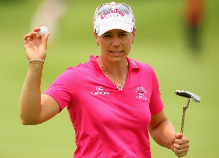 SINGAPORE - FEBRUARY 29:  Annika Sorenstam of Sweden acknowledges the crowd on the 18th green during the second round of the HSBC Women's Champions at Tanah Merah Country Club on February 29, 2008 in Singapore.  (Photo by Andrew Redington/Getty Images)