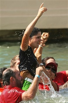 RANCHO MIRAGE, CA - APRIL 06:  Lorena Ochoa of Mexico celebrates her victory with family and friends in the water after the final round of the Kraft Nabisco Championship at Mission Hills Country Club on April 6, 2008 in Rancho Mirage, California.  (Photo by Stephen Dunn/Getty Images)