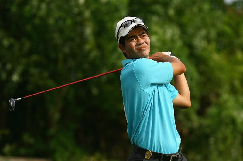 BALI, INDONESIA - FEBRUARY 26:  Wen-Chong Liang of China in action during the 2009 Enjoy Jakarta Indonesian Open at New Kuta Golf Club on February 26, 2009 in Bali, Indonesia.  (Photo by Ian Walton/Getty Images)