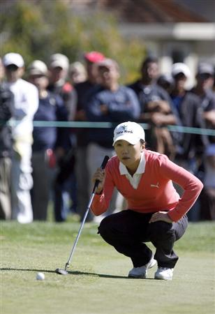 DANVILLE, CA - OCTOBER 11:  In-Kyung Kim of South Korea lines up a putt on the 8th hole during the third round of the LPGA Longs Drugs Challenge at the Blackhawk Country Club October 11, 2008 in Danville, California. (Photo by Max Morse/Getty Images)