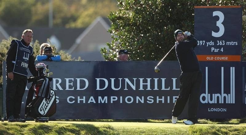 St.ANDREWS, SCOTLAND - OCTOBER 04:  Kenneth Ferrie of England tees off on the third hole during the third round of The Alfred Dunhill Links Championship at The Old Course on October 4, 2009 in St.Andrews, Scotland.The third round was postponed on Saturday due to gale force winds. (Photo by Warren Little /Getty Images)