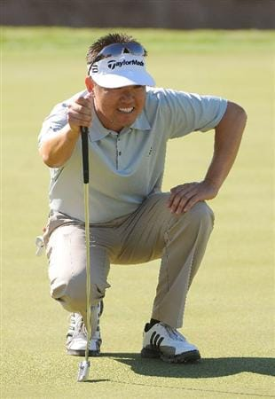 SCOTTSDALE, AZ - OCTOBER 24: Charlie Wi lies up a putt for birdie on the par three 8th hole during the second round of  the Fry's.Com Open held at Grayhawk Golf Club on October 24, 2008 in Scottsdale, Arizona.(Photo by Marc Feldman/Getty Images)