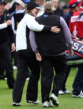 HALMSTAD, SWEDEN - SEPTEMBER 16:  The European Team Captain Helen Alfredsson (L) hugs Laura Davies of England after Davies won her match during the completion of the afternoon fourball matches of the Soheim Cup at Halmstad Golf Club September 16, 2007 in Halmstad, Sweden.  (Photo by Andy Lyons/Getty Images)
