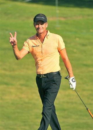 IRVING TX. - MAY 22:  Jesper Parnevik birdies  the 16th hole  during the second round of  the HP Byron Nelson Championship held at the TPC Four Seasons Resort Las Colinas on May 22, 2009 in Irving, Texas (Photo by Marc Feldman/Getty Images)