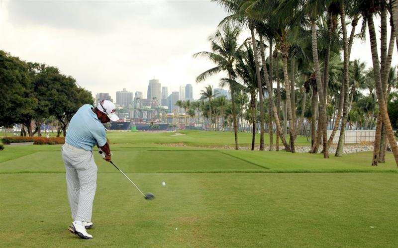 SINGAPORE - NOVEMBER 14: Rahil Gangjee of India tees off on the 5th hole during the Final Round of the Barclays Singapore Open held at the Sentosa Golf Club on November 14, 2010 in Singapore, Singapore.  (Photo by Stanley Chou/Getty Images)