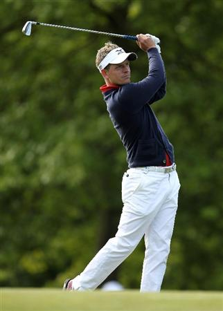 VIRGINIA WATER, ENGLAND - MAY 26:  Luke Donald of England hits an approach shot during the first round of the BMW PGA Championship at Wentworth Club on May 26, 2011 in Virginia Water, England.  (Photo by Ian Walton/Getty Images)