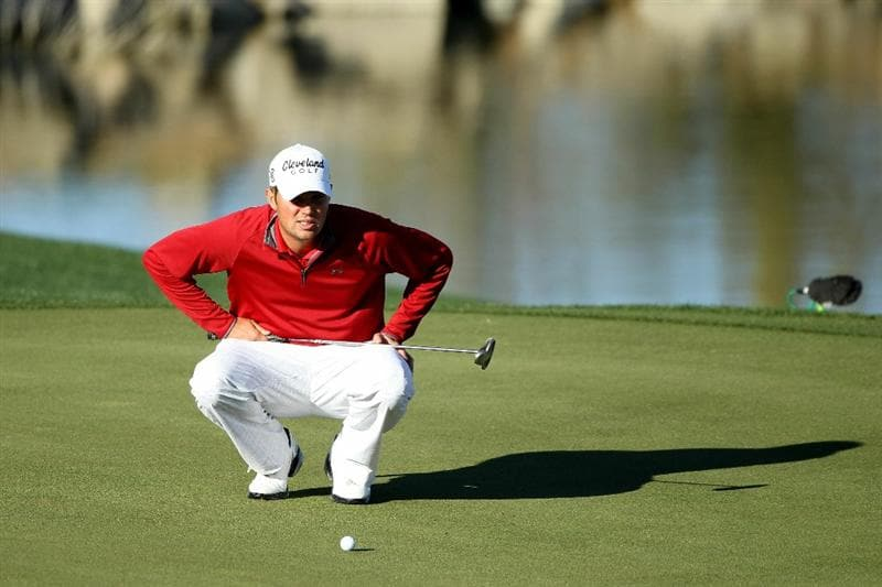 MARANA, AZ - FEBRUARY 23:  Jeff Overton lines up a putt on the third hole during the first round of the Accenture Match Play Championship at the Ritz-Carlton Golf Club on February 23, 2011 in Marana, Arizona.  (Photo by Andy Lyons/Getty Images)