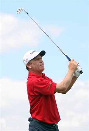 SAVANNAH, GA : Jeff Sluman hits his tee shot on the 8th hole during the final round of the Liberty Mutual Legends of Golf at the Westin Savannah Harbor Golf Resort and Spa on April 26, 2009 in Savannah, Georgia. (Photo by Hunter Martin/Getty Images)