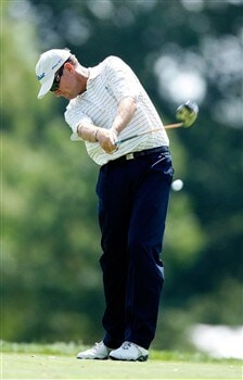 BLOOMFIELD HILLS, MI - AUGUST 06:  Davis Love III plays a shot during a practice round prior to the 90th PGA Championship at Oakland Hills Country Club on August 6, 2008 in Bloomfield Township, Michigan.  (Photo by Gregory Shamus/Getty Images)