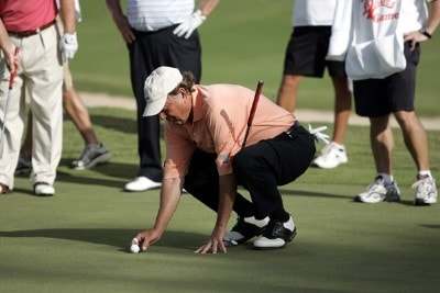 Raymond Floyd places his ball on the 18th green during a playoff in the PGA TOUR's Wendy's Championship Skins Game, February 6, 2006 at the Wailea Golf Club in Wailea, Maui, Hawaii.Photo by Marco Garcia/WireImage.com