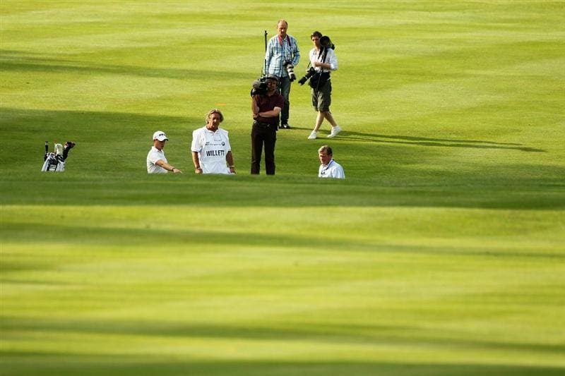 VIRGINIA WATER, ENGLAND - MAY 21:  Danny Willett (L) of England puts his ball into the water hazard on the 18th hole during the second round of the BMW PGA Championship on the West Course at Wentworth on May 21, 2010 in Virginia Water, England.  (Photo by Warren Little/Getty Images)