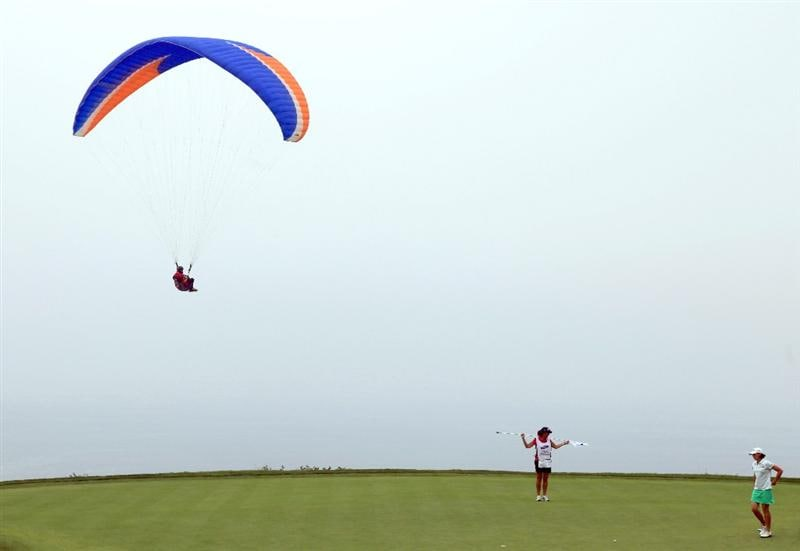 LA JOLLA, CA - SEPTEMBER 18:  Juli Inkster lines up her putt on the 4th hole as a paraglider flies overhead hole during the second round of the LPGA Samsung World Championship on September 18, 2009 at Torrey Pines Golf Course in La Jolla, California.  (Photo By Donald Miralle/Getty Images)
