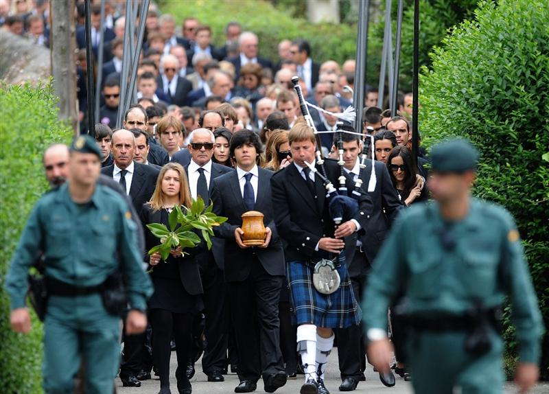 PEDRENA, SPAIN - MAY 11:  Javier Ballesteros carries the ashes of his father Seve Ballesteros during the funeral service held for legendary Spanish golfer Seve Ballesteros on May 11, 2011 in Pedrena, Spain. Top-ranked golf players have joined family members and friends to pay their last respects to the late golf great, who died on May 7, 2011 from complications arising from a brain tumor, in his home town parish church. (Photo by Denis Doyle/Getty Images)