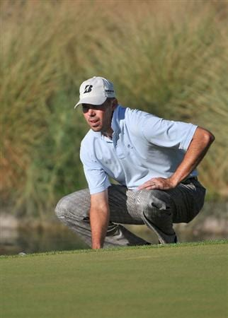 LAS VEGAS- OCTOBER 19: Matt Kuchar lines up a birdie attempt on the 15th hole  during the fourth and final round of  the Justin Timberlake Shriners Hospitals for Children Open held at the TPC Summerlin on October 19, 2008 in Las Vegas, Nevada.  (Photo by Marc Feldman/Getty Images)