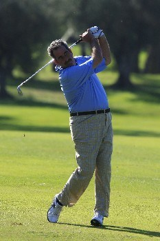 CASTELLON, SPAIN - OCTOBER 19:  Sam Torrance of Scotland in action during the first round of the Oki Castellon Open de Espana Senior on October 19, 2007 in Castellon, Spain  (Photo by Phil Inglis/Getty Images)