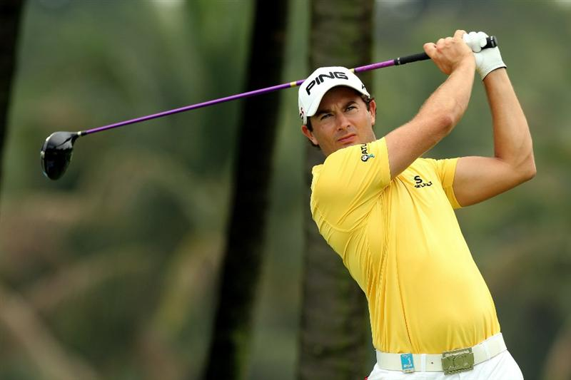 SINGAPORE - NOVEMBER 11: Gareth Maybin of Northern Ireland tees off on the 4th hole during the First Round of the Barclays Singapore Open at Sentosa Golf Club on November 11, 2010 in Singapore, Singapore.  (Photo by Stanley Chou/Getty Images)