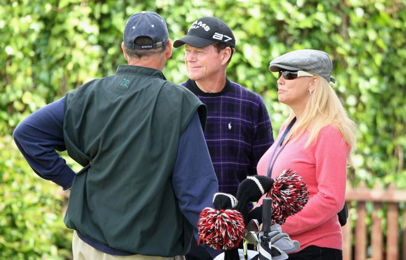 TURNBERRY, SCOTLAND - JULY 18:  Tom Watson of USA waits with his wife Hilary before commencing his round during round three of the 138th Open Championship on the Ailsa Course, Turnberry Golf Club on July 18, 2009 in Turnberry, Scotland.  (Photo by David Cannon/Getty Images)
