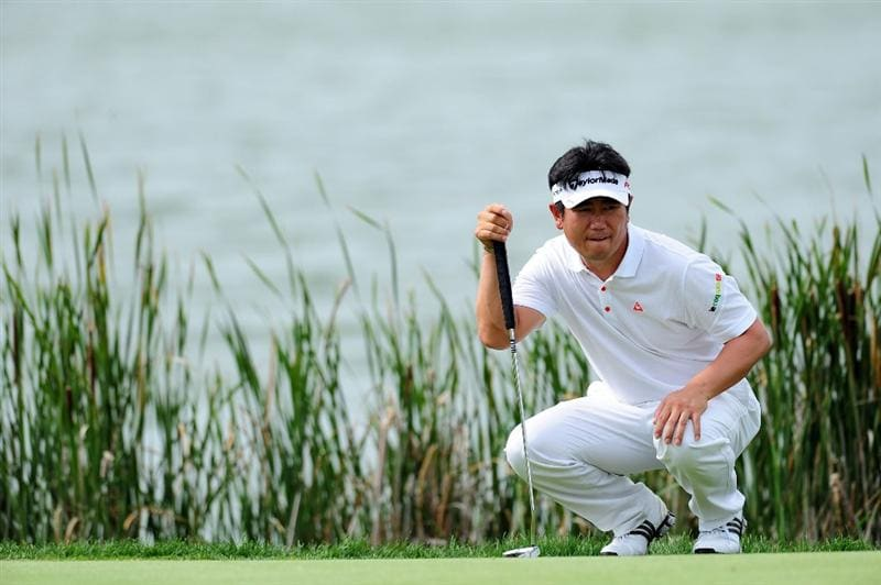 CHASKA, MN - AUGUST 16:  Y.E. Yang of South Korea lines up a putt on the tenth green during the final round of the 91st PGA Championship at Hazeltine National Golf Club on August 16, 2009 in Chaska, Minnesota.  (Photo by Stuart Franklin/Getty Images)