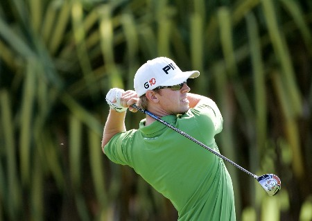 LAHAINA, HI - JANUARY 03:  Hunter Mahan tees off on the 1st hole during the first round of the Mercedes-Benz Championship at the Plantation Course at Kapalua Resort on January 3, 2008 in Lahaina, Maui, Hawaii.  (Photo by Jonathan Ferrey/Getty Images)