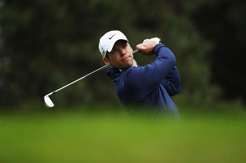 VIRGINIA WATER, ENGLAND - MAY 26:  Paul Casey of England tees off on the 8th hole during the second round of the BMW PGA Championship at the Wentworth Club on May 27, 2011 in Virginia Water, England.  (Photo by Warren Little/Getty Images)