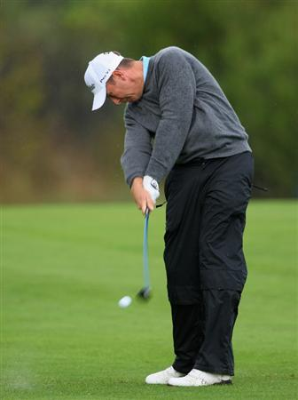 CASTELLO, SPAIN - OCTOBER 24:  Gary Orr of Scotland plays his approach shot on the 17th hole during the second round of the Castello Masters Costa Azahar at the Club de Campo del Mediterraneo on October 24, 2008 in Castello, Spain.  (Photo by Stuart Franklin/Getty Images)