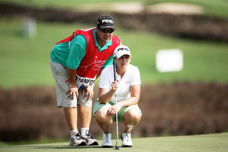 BANGKOK, THAILAND - FEBRUARY 26:  Angela Stanford of the USA lines up a putt on the 16th hole during day one of the Honda LPGA Thailand 2009 at Siam Country Club Plantation on February 26, 2009 in Pattaya, Chonburi, Thailand.  (Photo by Chumsak Kanoknan/Getty Images)
