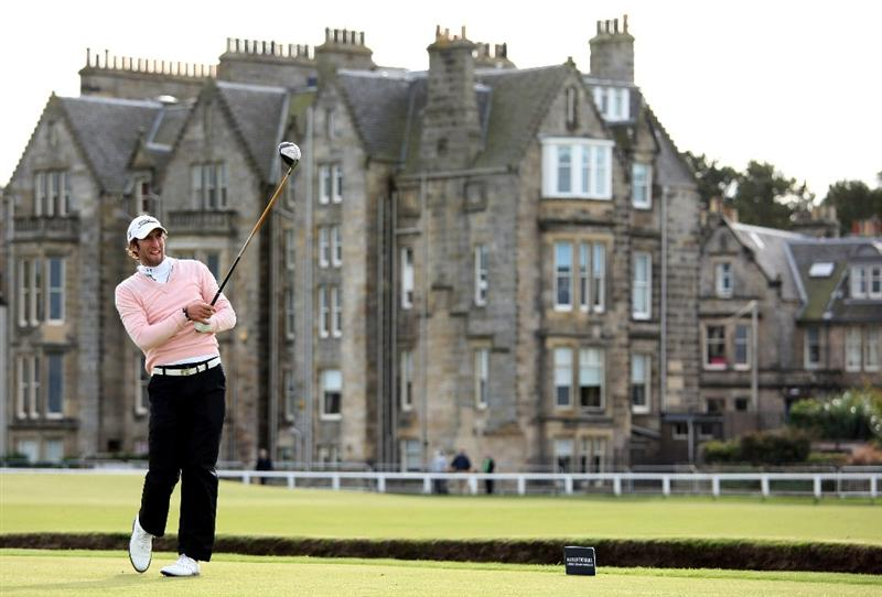 ST ANDREWS, SCOTLAND - OCTOBER 01:  Seve Benson of England hits his tee shot on the second hole during the first round of The Alfred Dunhill Links Championship at The Old Course on October 1, 2009 in St. Andrews, Scotland.  (Photo by Andrew Redington/Getty Images)