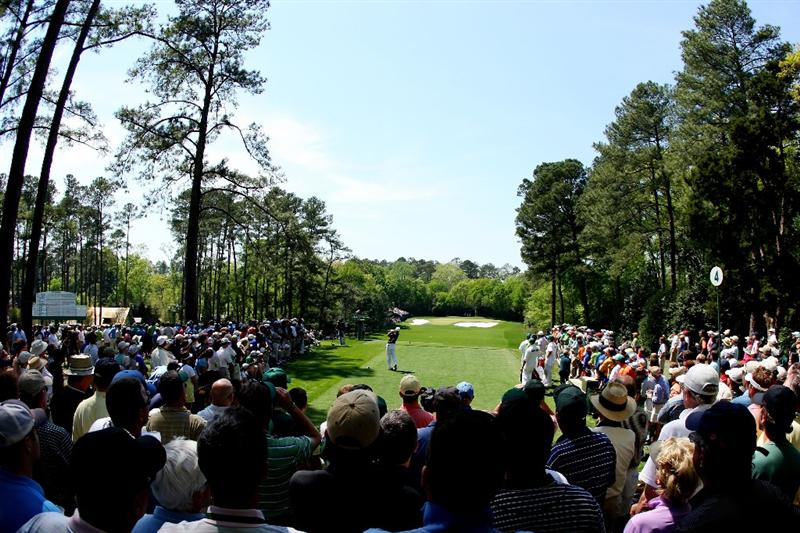 AUGUSTA, GA - APRIL 09:  Trevor Immelman of South Africa hits his tee shot on the fourth hole during the first round of the 2009 Masters Tournament at Augusta National Golf Club on April 9, 2009 in Augusta, Georgia.  (Photo by Andrew Redington/Getty Images)