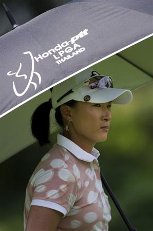 CHON BURI, THAILAND - FEBRUARY 19:  Pak Se Ri of South Korea shelters from the sun under her umbrella on the 9th hole during round two of the Honda LPGA Thailand at the Siam Country Club on February 19, 2010 in Chon Buri, Thailand.  (Photo by Victor Fraile/Getty Images)