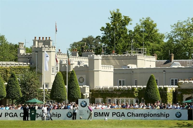 VIRGINIA WATER, ENGLAND - MAY 23:  Danny Willett of England tees off on the 1st hole during the final round of the BMW PGA Championship on the West Course at Wentworth on May 23, 2010 in Virginia Water, England.  (Photo by Ian Walton/Getty Images)