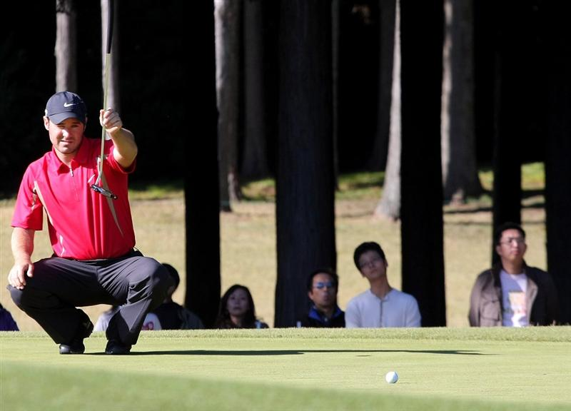 GOTENBA, JAPAN - NOVEMBER 14:  Trevor Immelman of South Africa lines up his putt on the 12th green during the second round of Mitsui Sumitomo Visa Taiheiyo Masters at Taiheiyo Club on November 14, 2008 in Gotenba, Shizuoka, Japan.  (Photo by Koichi Kamoshida/Getty Images)