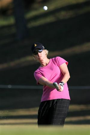 SHIMA, JAPAN - NOVEMBER 05:  Karrie Webb of Australia plays an approach shot on the 18th hole during round one of the Mizuno Classic at Kintetsu Kashikojima Country Club on November 5, 2010 in Shima, Mie, Japan.  (Photo by Kiyoshi Ota/Getty Images)