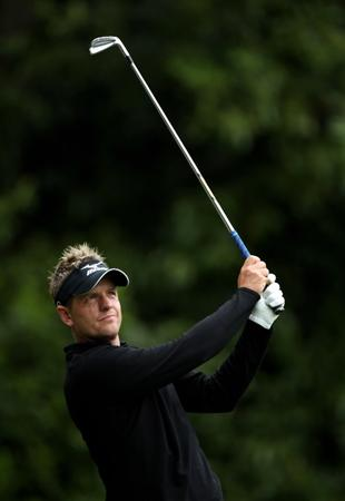 VIRGINIA WATER, ENGLAND - MAY 28:  Luke Donald of England tees off on the 2nd hole during the third round of the BMW PGA Championship at the Wentworth Club on May 28, 2011 in Virginia Water, England.  (Photo by Warren Little/Getty Images)