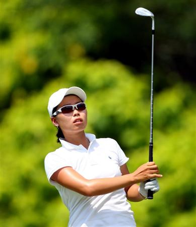 SINGAPORE - MARCH 08:  Sun Young Yoo of South Korea hits her third shot on the fifth hole during the final round of the HSBC Women's Champions at Tanah Merah Country Club on March 8, 2009 in Singapore.  (Photo by Andrew Redington/Getty Images)