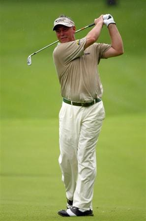 SINGAPORE - NOVEMBER 13:  Darren Clarke of Northern Ireland in action during the first round of the Barclays Singapore Open at Sentosa Golf Club on November 13, 2008 in Singapore.  (Photo by Ian Walton/Getty Images)