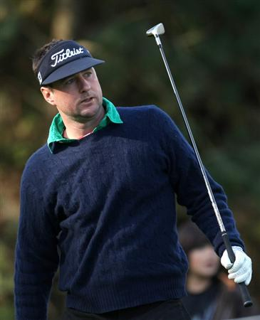 PEBBLE BEACH, CA - FEBRUARY 13: Actor Luke Wilson watches his tee shot on the 10th hole at Poppy Hills Golf Course during the second round of the the AT&T Pebble Beach National Pro-Am on February 13, 2009 in Pebble Beach, California. (Photo by Stephen Dunn/Getty Images)