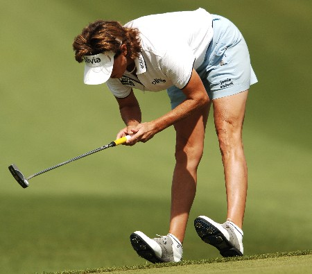 Rosie Jones reacts after a missed putt on the second green during the final round of the LPGA's 2005 Kraft Nabisco Championship, at Mission Hills Country Club in Rancho Mirage, California March 27, 2005.