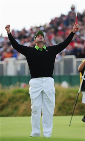 TURNBERRY, SCOTLAND - JULY 19:  Stewart Cink of USA celebrates defeating Tom Watson of USA in a play off on the 18th green following the final round of the 138th Open Championship on the Ailsa Course, Turnberry Golf Club on July 19, 2009 in Turnberry, Scotland.  (Photo by Stuart Franklin/Getty Images)