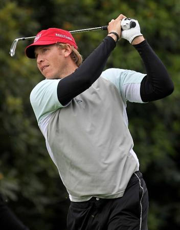 PACIFIC PALISADES, CA - FEBRUARY 06:  Ricky Barnes hits his tee shot on the fourth hole during the third round of the Northern Trust Open at Riviera Country Club on February 6, 2010 in Pacific Palisades, California.  (Photo by Stephen Dunn/Getty Images)