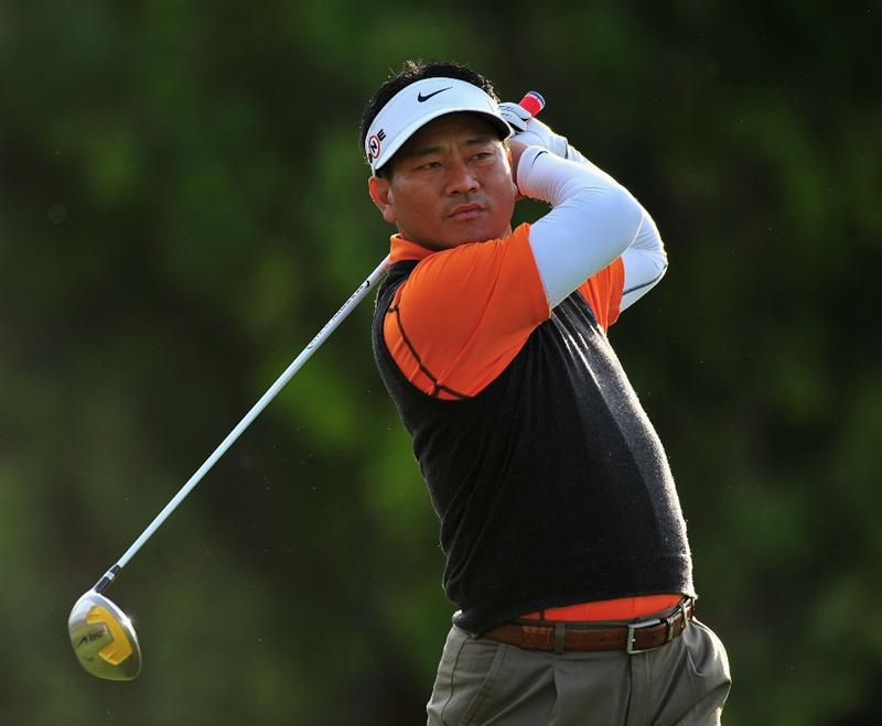 PACIFIC PALISADES, CA - FEBRUARY 20:  K.J Choi of South Korea plays his tee shot on the second hole during the second round of the Northern Trust Open at the Riviera Country Club February 20, 2009 in Pacific Palisades, California.  (Photo by Stuart Franklin/Getty Images)